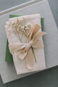 Hochzeitsalbum «PIKA BOOK» auf dem Beistelltisch, Alexandra Kapser - Hochzeitsalbum
