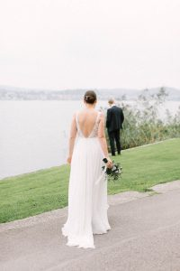 Braut und Bräutigam sehen sich das erste Mal am Hochzeitstag, Hochzeitsfotograf Bodensee - Alexandra Kasper