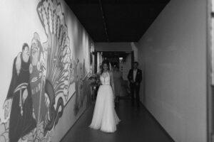Die Braut auf dem Weg zum Standesamt Mandlstraße, Hochzeit Standesamt Mandlstraße - Alexandra Kasper