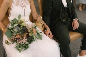 Detailaufnahme vom Brautstrauß von Belflair in München, Hochzeit Standesamt Mandlstraße - Alexandra Kasper