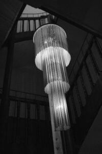 Die Lampe im Eingang von Gut Sonnenhausen, Hochzeit Gut Sonnenhausen - Alexandra Kasper