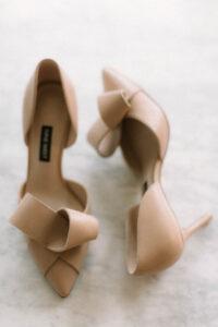 Die Schuhe der Braut als Nahaufnahme, Alexandra Kasper - Hochzeitsfotograf Tegernsee